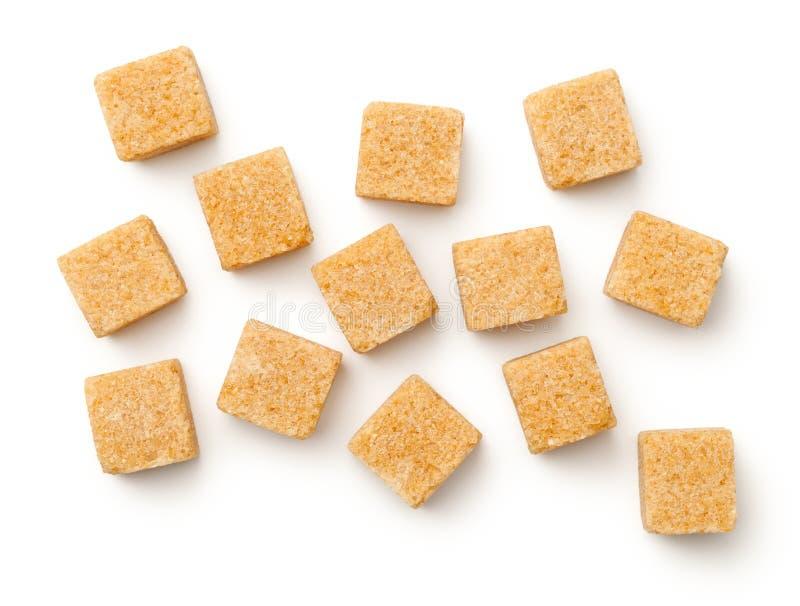 Cubos del azúcar de Brown aislados en el fondo blanco fotografía de archivo libre de regalías
