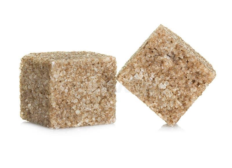 Cubos del azúcar de Brown en blanco imagenes de archivo