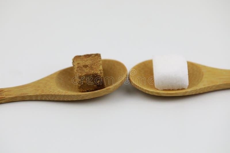 Cubos del azúcar rojo y blanco imagen de archivo libre de regalías