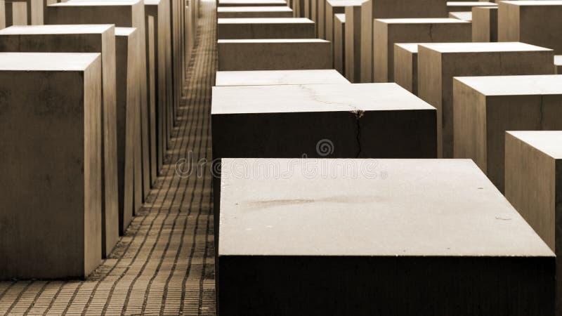 Cubos en marrón oscuro foto de archivo libre de regalías