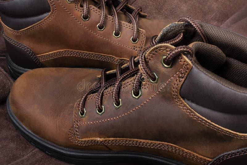 Cubra botas de trabalho e de viagem imagem de stock