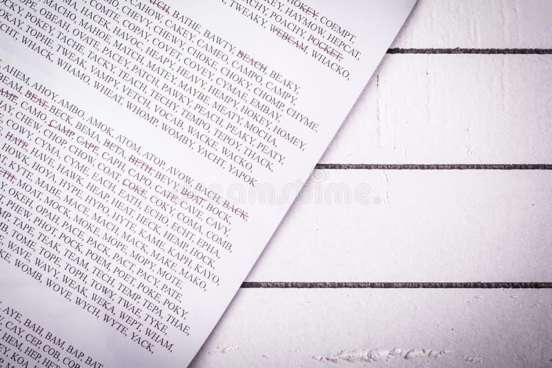 Cubra con palabras del juego entretenido, clasificado por el número de letras fotos de archivo