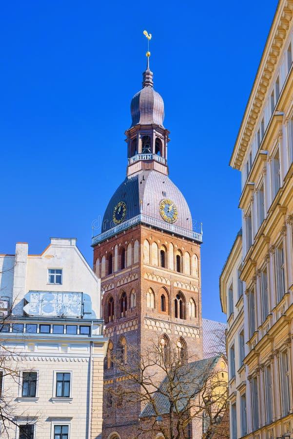 Cubra con una cúpula la iglesia luterana medieval de la catedral con los elementos de Romane imágenes de archivo libres de regalías