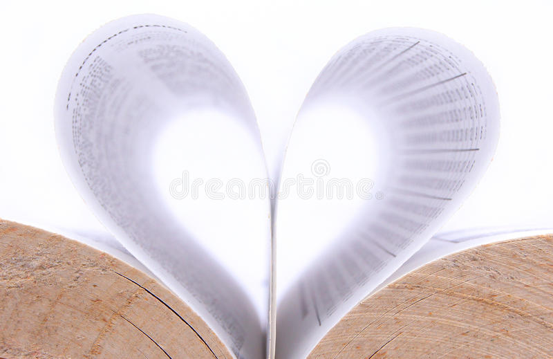 Cubra o papel do formulário do livro uma forma do coração imagem de stock
