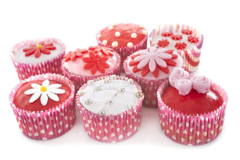 Cucake rosa em estúdio imagens de stock