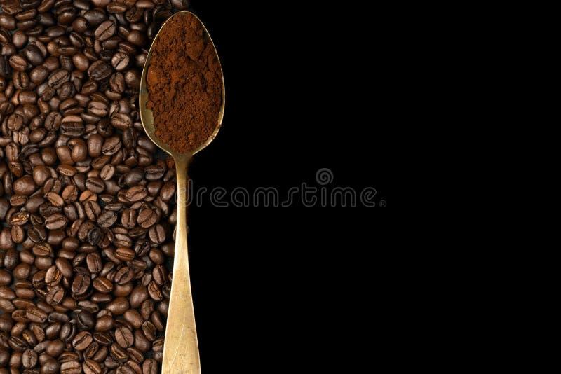 Cucchiaio con caffè fotografia stock