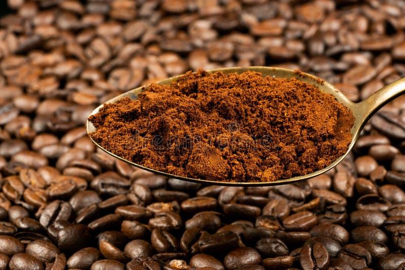 Cucchiaio con caffè fotografie stock libere da diritti