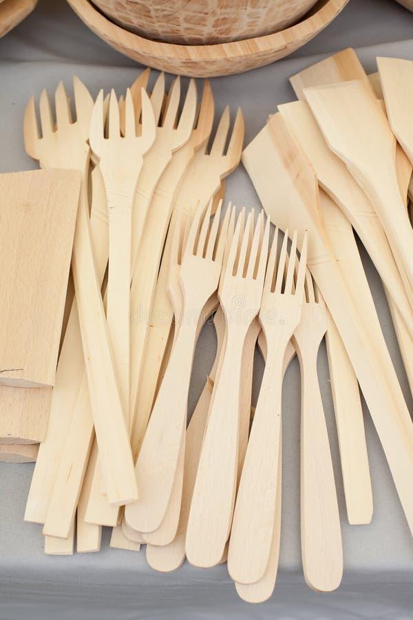 cucchiaio di legno che scolpisce scolpendo gli artigiani rumeni fotografia stock libera da diritti