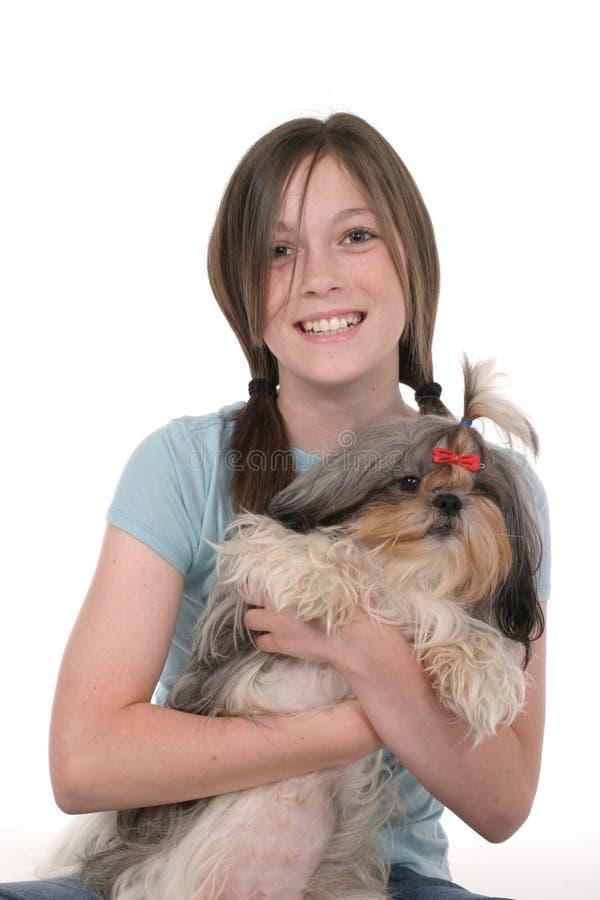 Cucciolo 1 della holding della bambina fotografie stock libere da diritti