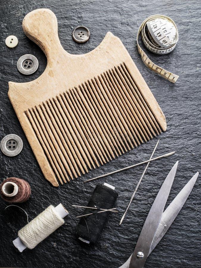Cucendo e tricottando gli strumenti fotografie stock libere da diritti