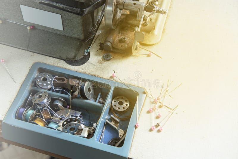 Cucendo, il nero dell'atelier, icone del profilo nella raccolta stabilita per progettazione nello stile d'annata fotografia stock