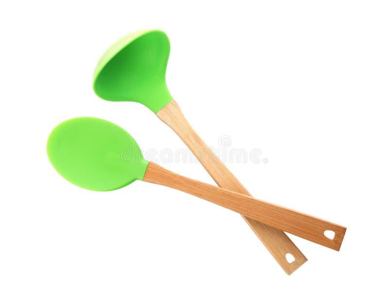 Cucharón de la cuchara y de sopa con las manijas de madera foto de archivo