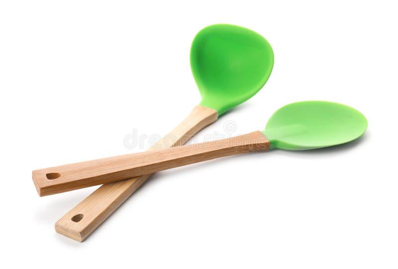 Cucharón de la cuchara y de sopa con las manijas de madera imagen de archivo