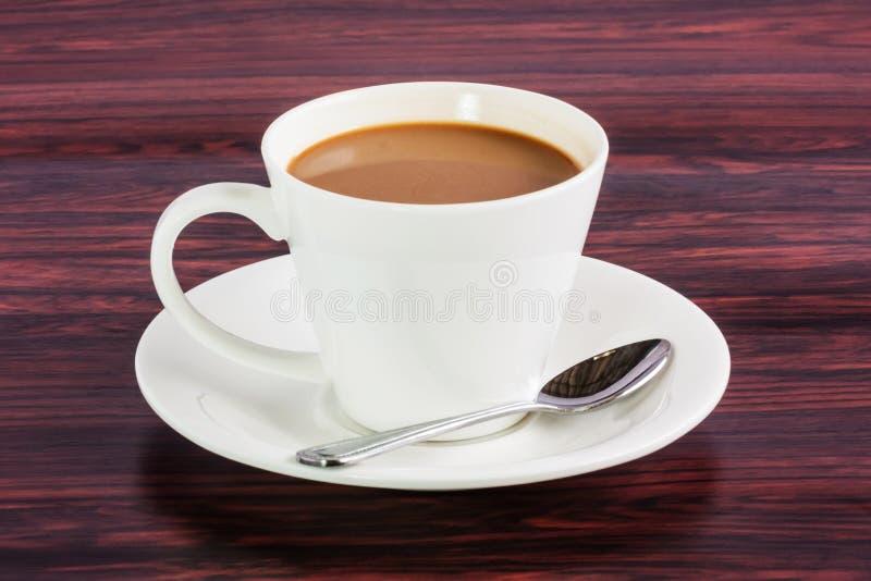Cuchara de la pizca de la taza de café en la tabla foto de archivo libre de regalías