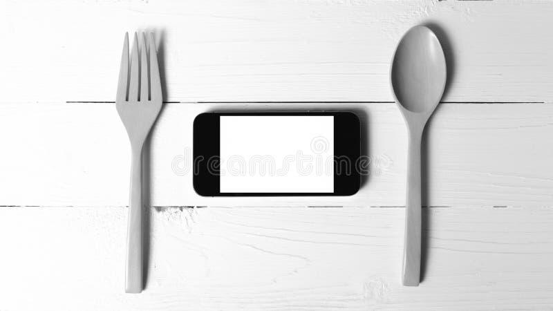 Cuchara y tono blanco y negro social del teléfono de la consumición elegante del concepto fotografía de archivo libre de regalías
