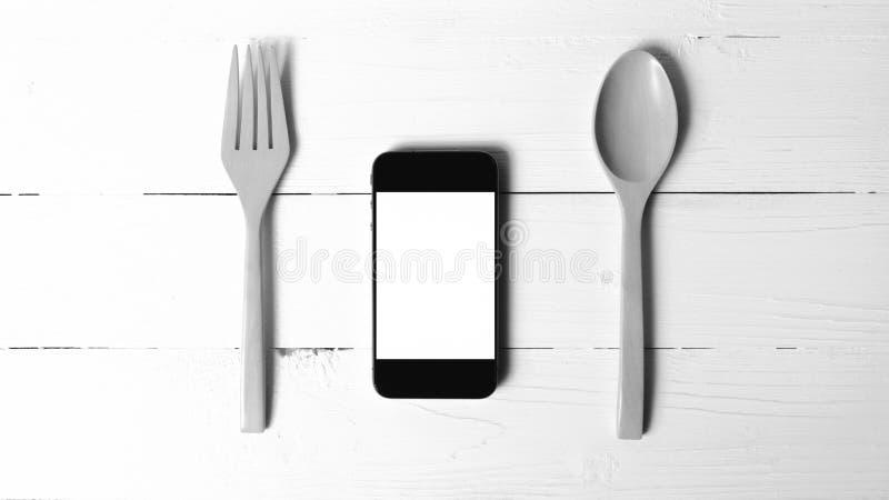 Cuchara y tono blanco y negro social del teléfono de la consumición elegante del concepto fotos de archivo libres de regalías