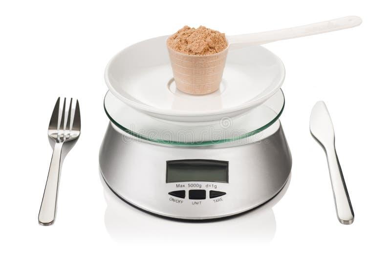 Cucharada de la proteína aislada en peso de la cocina Imagen del concepto de la dieta del deporte imágenes de archivo libres de regalías