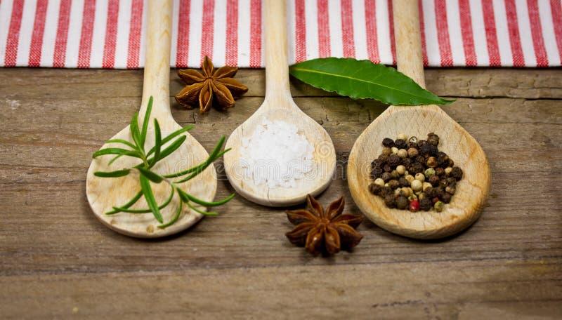 Download Cucharas de madera foto de archivo. Imagen de aromático - 41908500