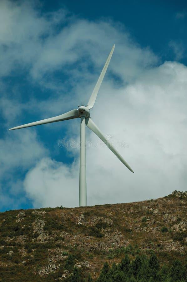 Cuchillas de propulsor de un generador de viento de la energía eléctrica foto de archivo
