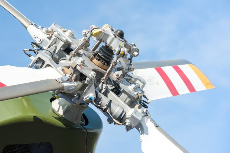Cuchillas de rotor del helicóptero imagenes de archivo