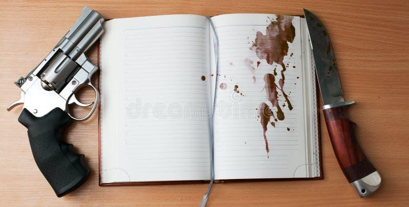 Cuchillo del revólver y de caza fotos de archivo