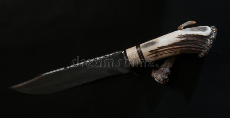 Cuchillo hecho a mano del acero en el cuerno del corzo imagen de archivo libre de regalías