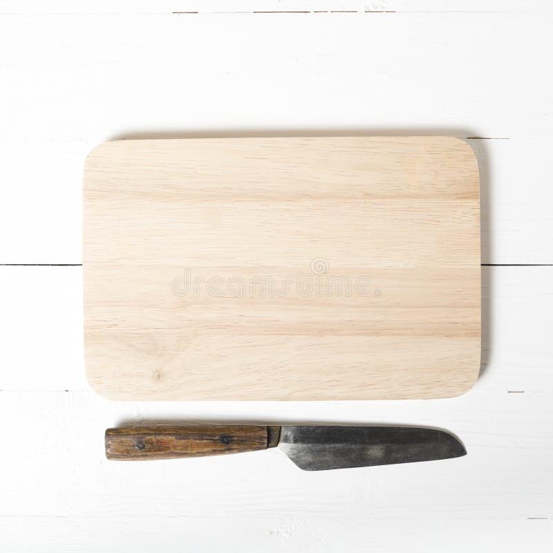 Cuchillo y tarjeta de corte fotos de archivo