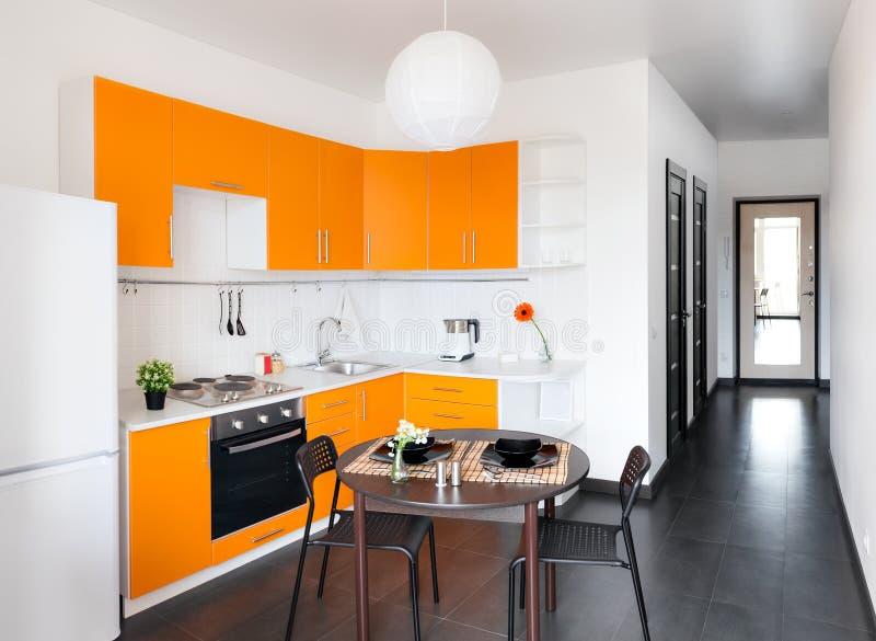 Cucina arancione moderna fotografia stock