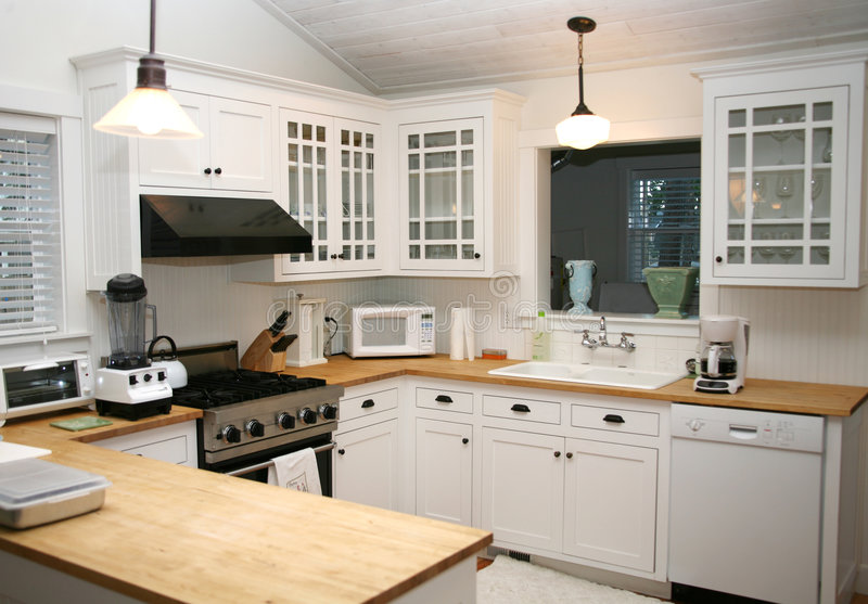 Cucina bianca del paese fotografia stock
