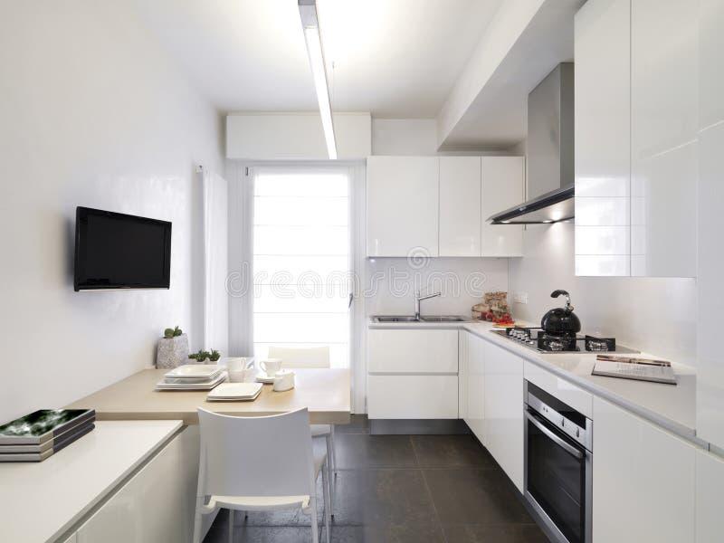 Cucina bianca moderna immagine stock immagine di interiori 20516635 - Cucina moderna bianca ...