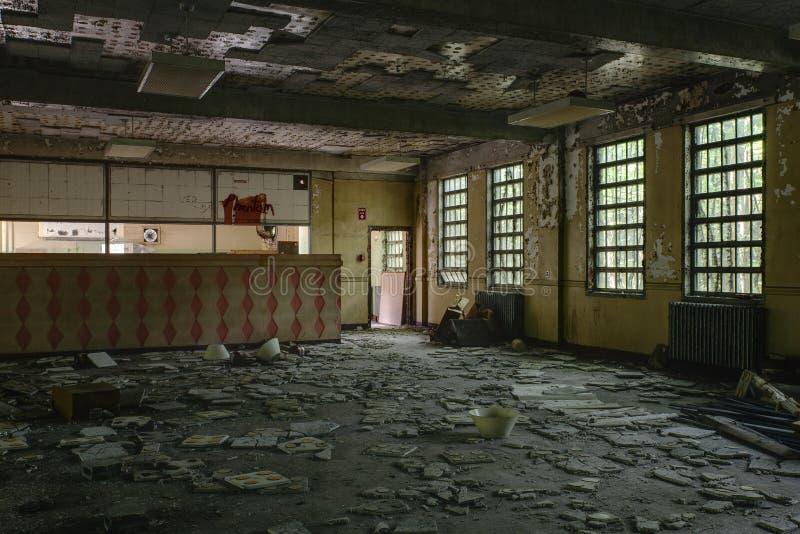 Cucina con Windows - ospedale/sanitario abbandonati - New York fotografia stock