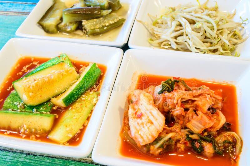Kimchi sul piatto del quadrato bianco. immagine stock libera da diritti