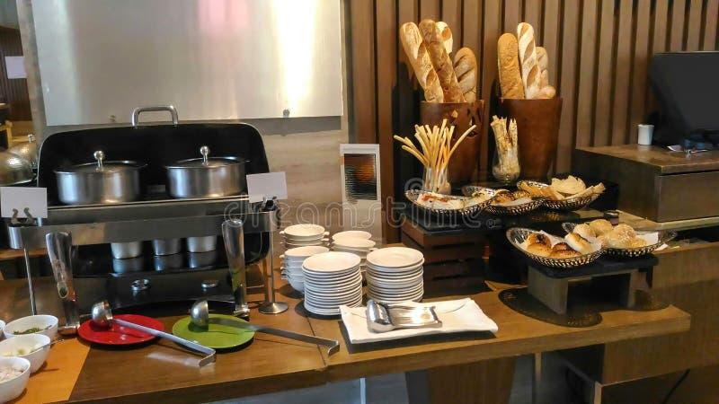 Cucina decorata buona di un hotel, decorazione interna fotografie stock