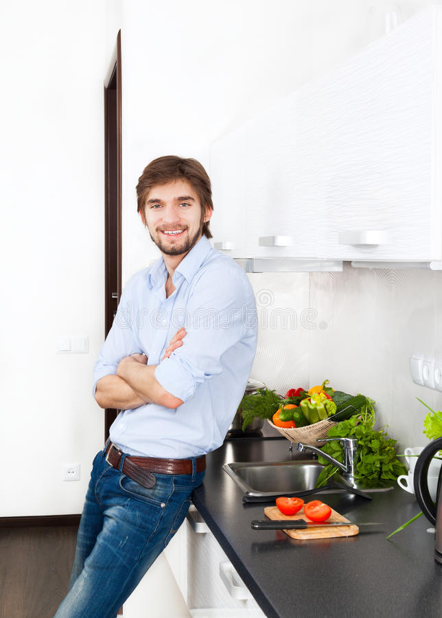 Cucina del giovane immagini stock