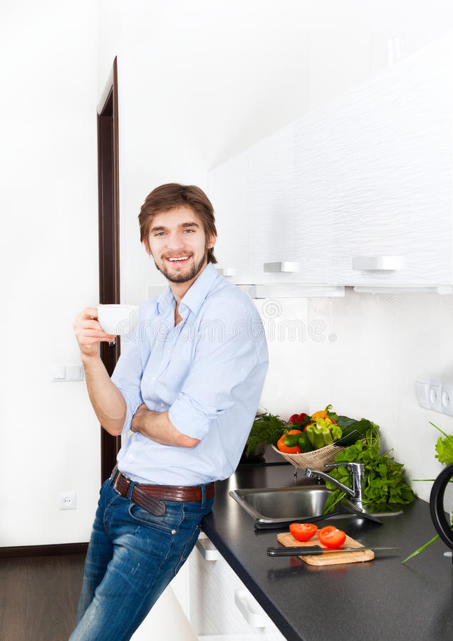 Cucina del giovane fotografie stock