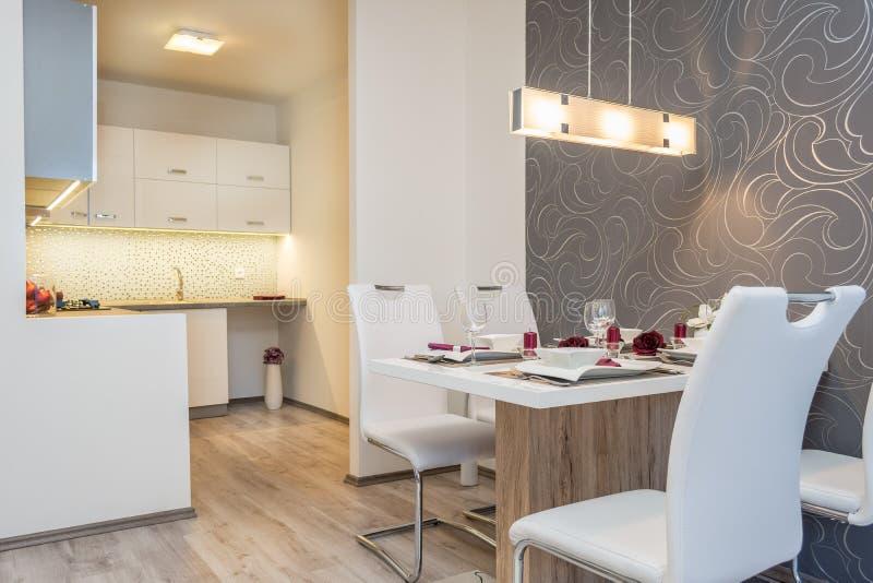 Cucina dell'appartamento immagine stock libera da diritti