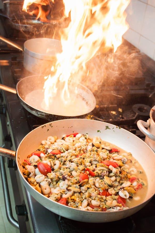 Cucina della pizzeria immagini stock libere da diritti