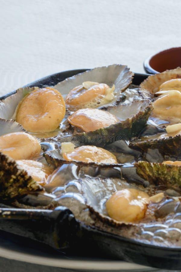 Cucina delle Azzorre I molluschi di Lapas, patelle sono popolari come spuntino in Azzorre fotografie stock libere da diritti