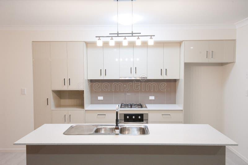Cucina di casa moderna immagini stock libere da diritti