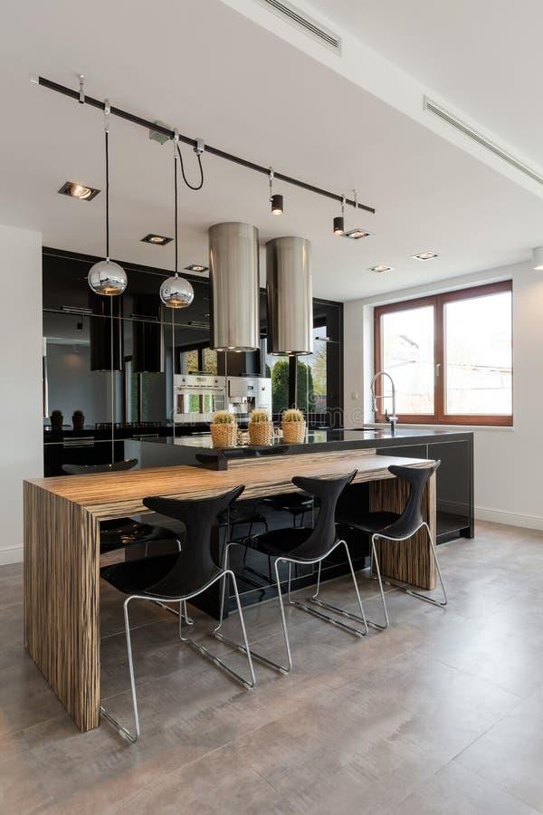 Cucina Di Classe E Elegante Fotografia Stock - Immagine di lampada ...