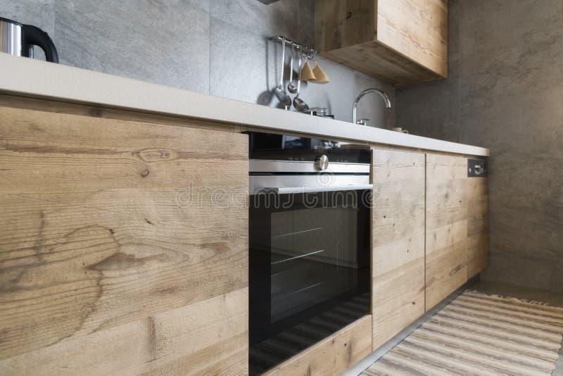 Cucina di legno moderna fotografia stock libera da diritti