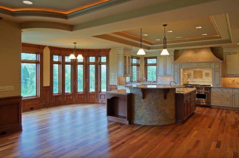 Cucina di lusso immagine stock. Immagine di hardwood, spazio - 991151