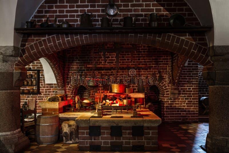 Cucina di vecchio stile immagine stock. Immagine di antique - 37703447
