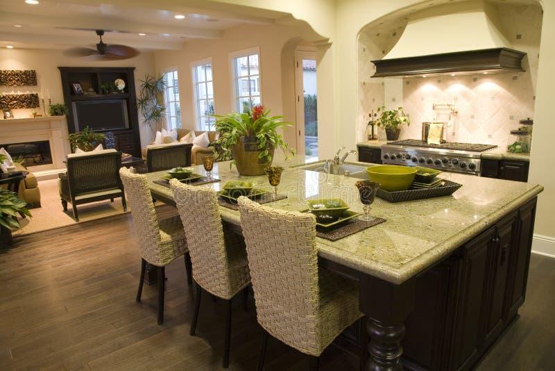 Cucina domestica di lusso. fotografia stock