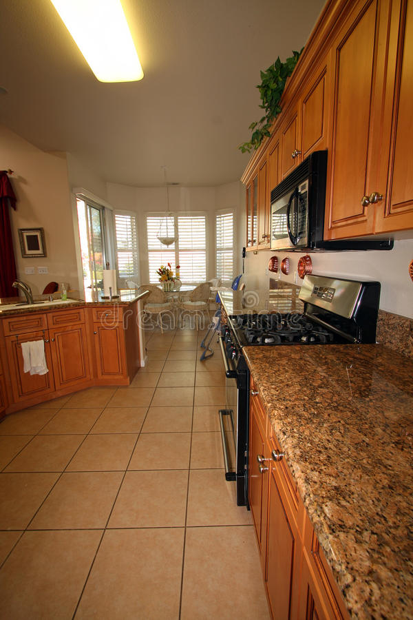 Cucina e sala da pranzo moderne immagine stock immagine di verticale manto 12034181 - Sale da pranzo moderne ...
