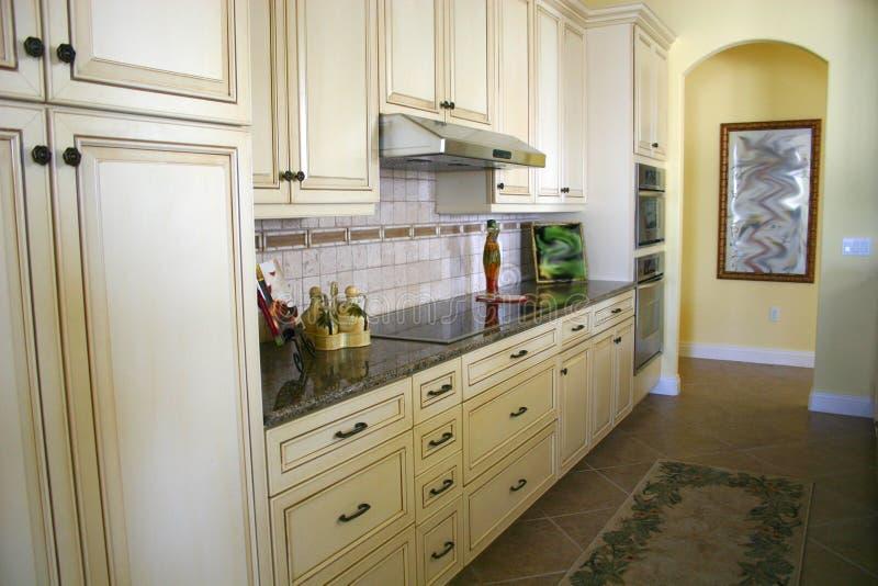 Download Cucina efficiente immagine stock. Immagine di yellow, efficiente - 203819