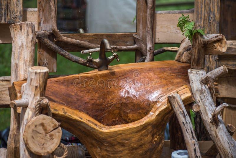 Cucina Fatta A Mano, Lavandino Di Legno Del Bagno Immagine Stock ...