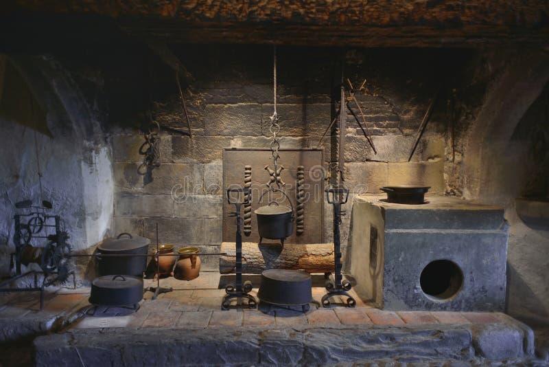 Cucina interna dettagliata dal castello di Gruyeres fotografia stock