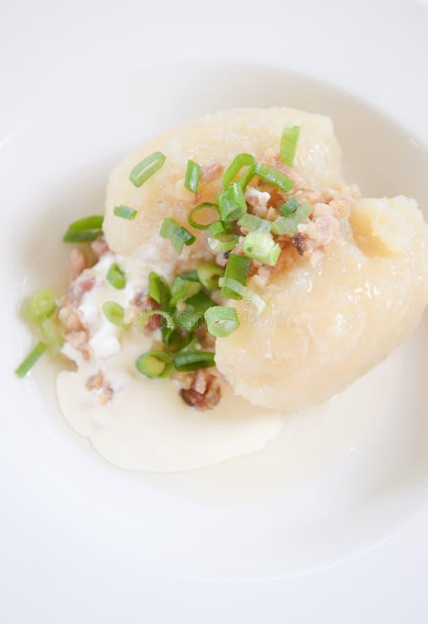 Cucina lituana tradizionale del pasto del piatto gnocco for Piatto della cucina povera
