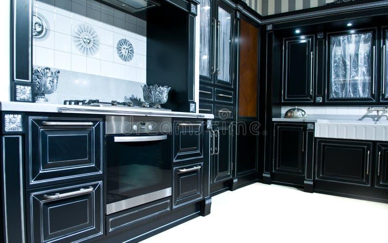 Cucina moderna classica fotografia stock. Immagine di microonda ...